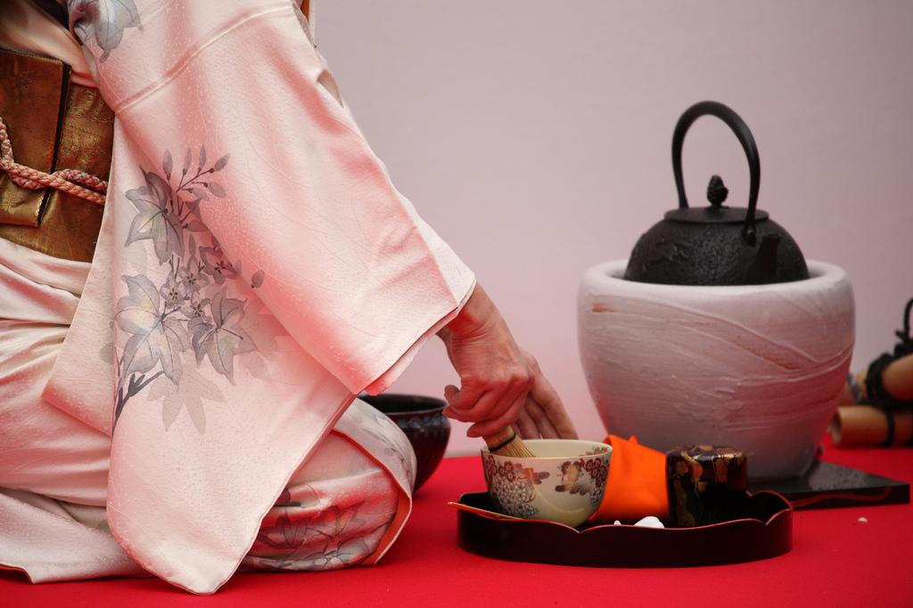 Outdoor_Tea_Ceremony.jpg